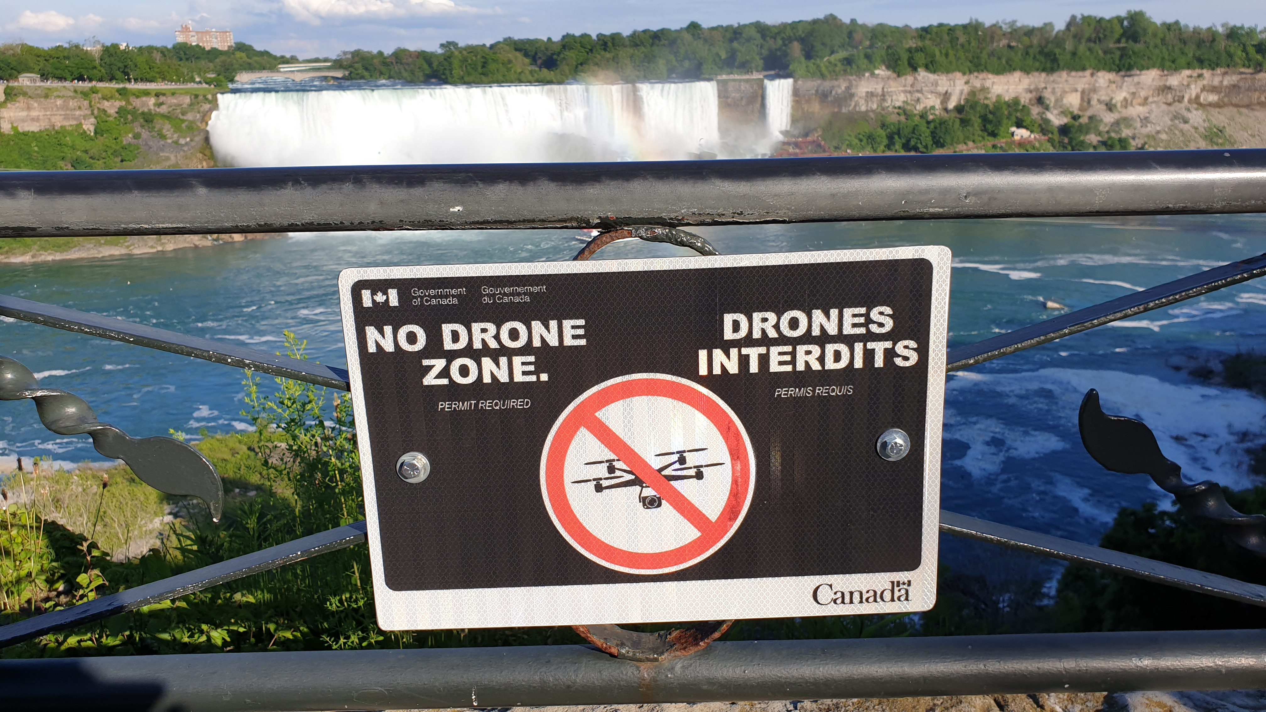 No Drone Zone sign at Niagara Falls