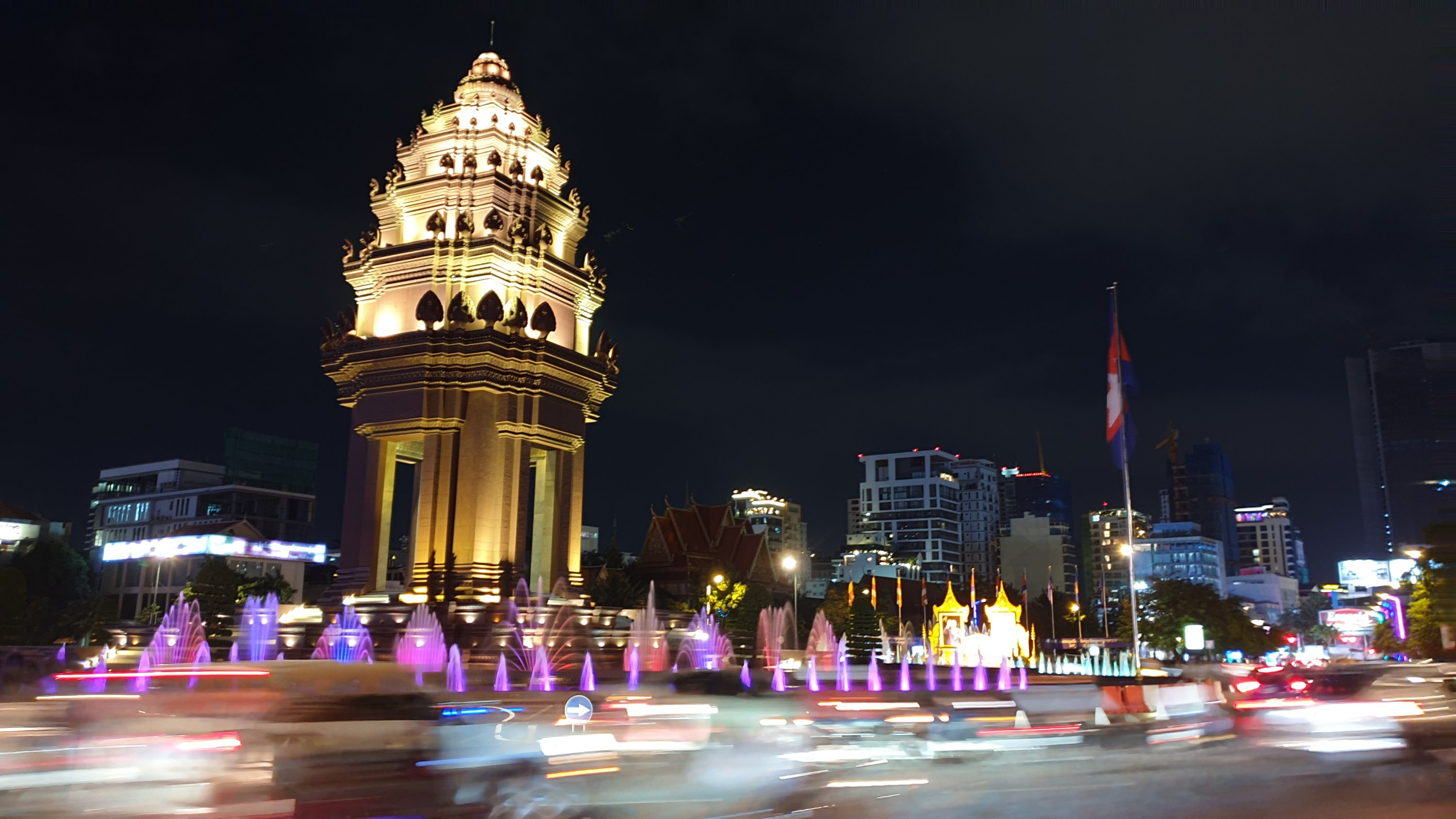 Independence Monument, Phnom Penh at night